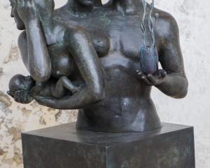Triangeldrama...Skulptur Villa Rufulo