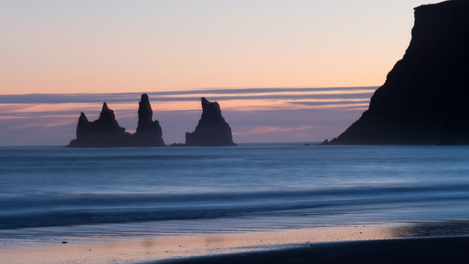 Cliffs-at-Vik-south-Iceland